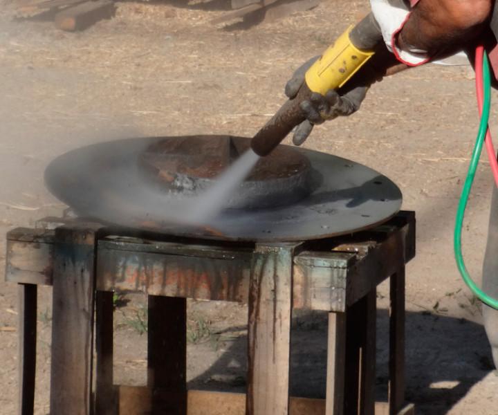 Hidroarenando pieza metálica