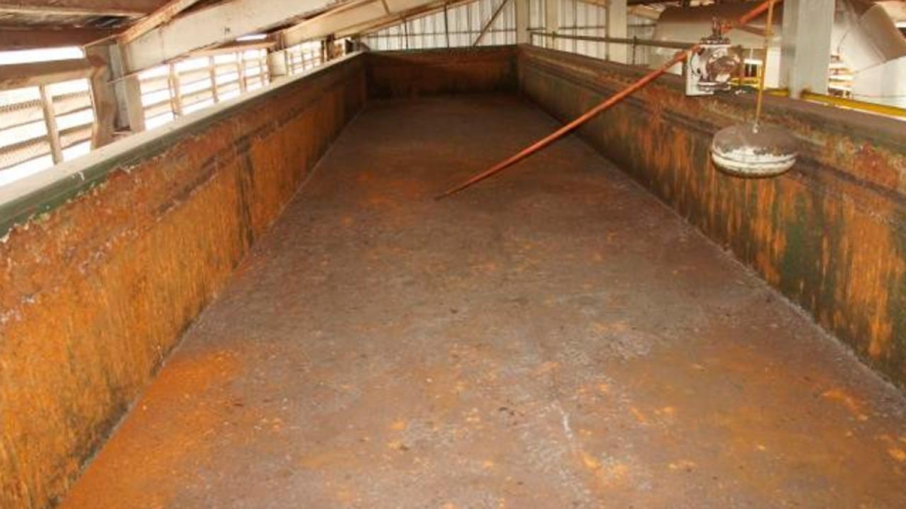 Limpieza, retiro de óxido, aplicación antióxido y pintura de terminación en Piscina Metálica