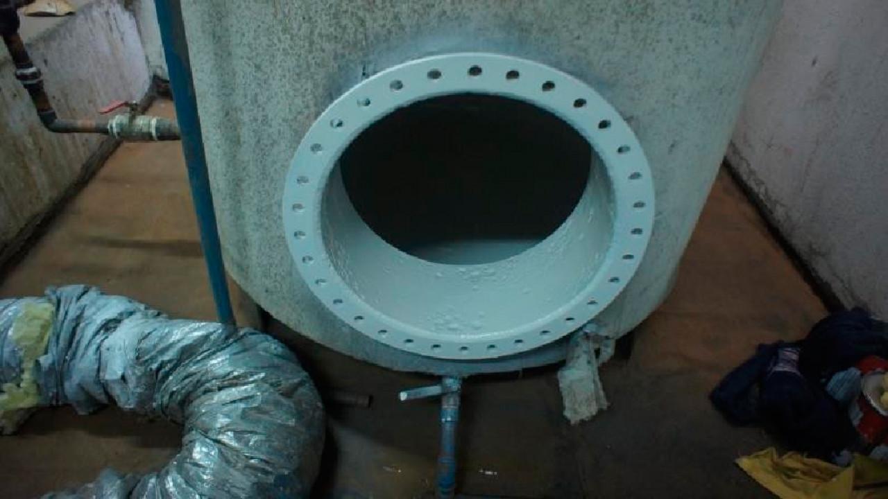 Limpieza, retiro de óxido, aplicación antióxido y pintura de terminación en 2 Estanques de Agua en Edificio